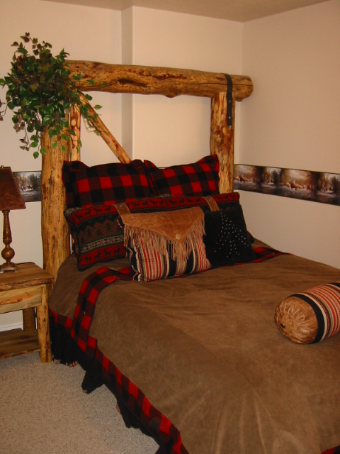 http://www.utahlodging.com/custimages/MH408Bedroom.JPG